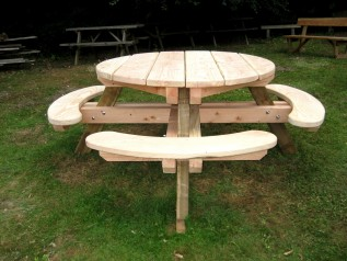 Norbury Park Round Picnic Table